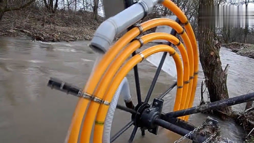 外国小哥发明水轮抽水泵,一小时能抽水30立方