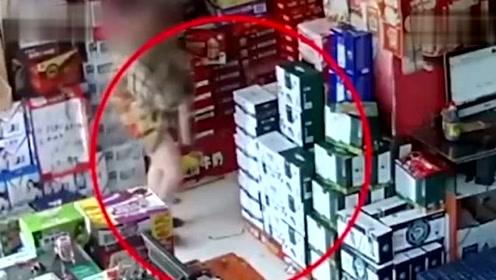 浙江女子在一批发部连偷10余次 六七千元物品藏裙下带走