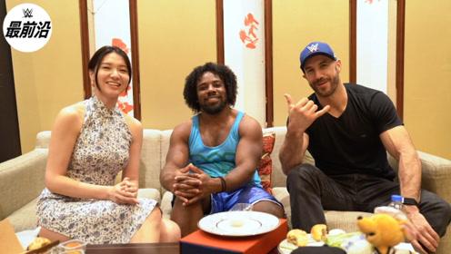 来自WWE明星的中秋祝福!伍兹和凯萨罗月饼初体验吃出黄瓜味?