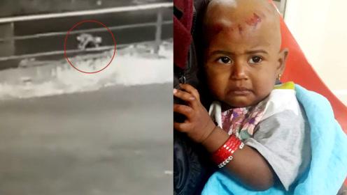 1岁男童从行驶的车中掉出,独自爬行穿过马路,最终奇迹生还
