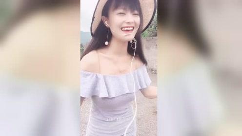 爱笑的美女翻唱歌曲精彩有看点,歌美人美!