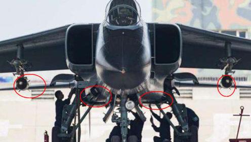 新版歼轰7A来了,对阵苏24狠狠打了老师的脸,专家:意料之中