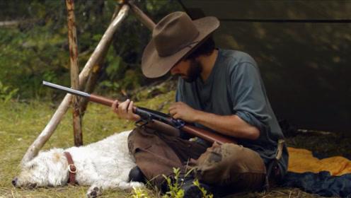 小哥独自一人丛林野营,有了这件法宝,果然什么都不怕了