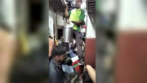 在印度做火车,天天都是春运