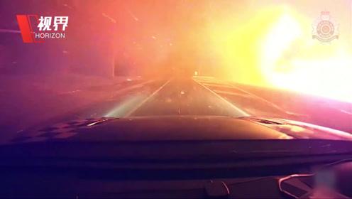 第一视角跟随警方营救被山火围困居民 火星不断坠落犹如地狱之路