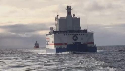 """""""移动电源""""在移动 世界首座浮动核电站驶向俄远东地区"""