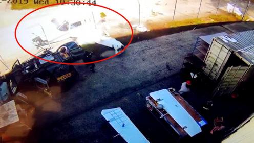 飞机坠毁机场附近头尾分离 男子神闪躲过一劫