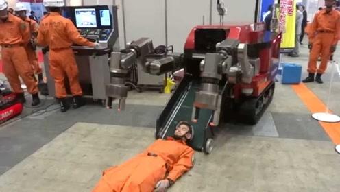 日本研发地震救援机器人,可将人装进体内,保护人员少受伤害