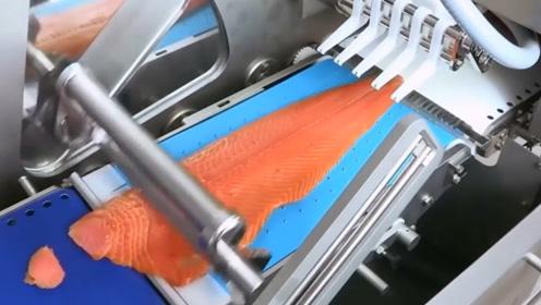 """生鱼片是怎么生产的?实拍外国""""三文鱼""""工厂,丢进去后太震撼!"""