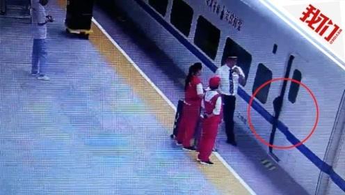 大学生赶高铁背包被车厢门夹住 致使列车晚点5分钟