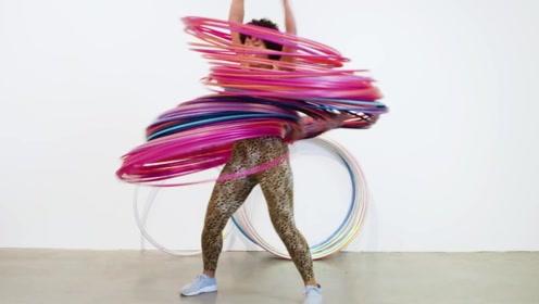 女子往身上套300个呼啦圈,她能同时转动吗?网友:太艰难了