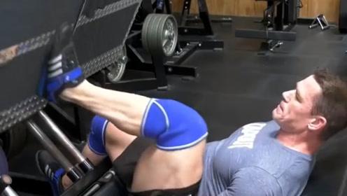 摔角界最厉害的巨星,在健身房都这样锻炼,网友:难怪这么强悍