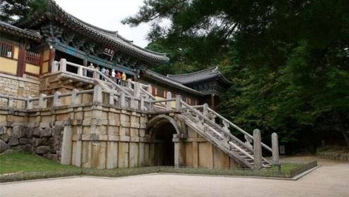 韩国最宏伟的古寺,保护得十分严格,游客只能看不能踩!