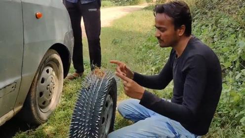 用铁钉把轮胎扎成刺猬,再把这轮胎给车换上,这车还能开么?