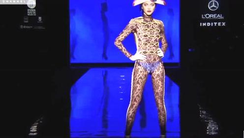 这设计好独特,一面蕾丝一面薄纱,修身设计尽显曼妙!