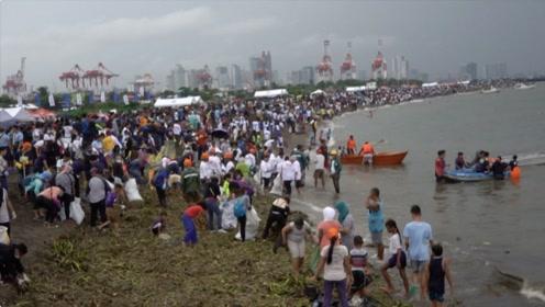 世界清洁日菲律宾志愿者海边捡垃圾 场面盛大密密麻麻人挤人