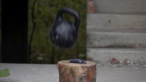诺基亚有多坚固?老外用50斤壶铃测试,砸的稀碎拼上还能用