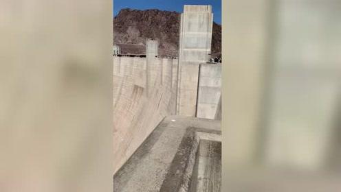 美国1953年修的胡佛大坝,现在看来和三峡一比也不过如此