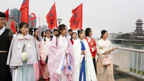 国外街头出现中国汉服,老外的反应亮了:仿佛天上仙女下凡!