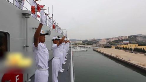 海军戚继光舰大连启航 携七院校学员执行远航实习访问任务