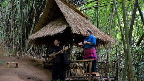 亚洲最原始的部落男人一生生活在树上 夫妻交流靠竹竿沟通