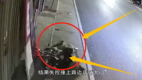 """小伙街头开摩托车载人""""S型耍帅"""",三秒后脸丢大,男子意外之举"""