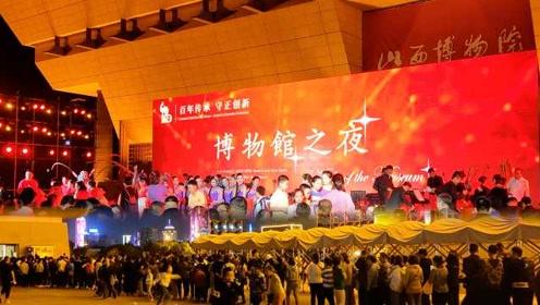 山西博物院建馆100年首开夜场,市民排长队打卡参观