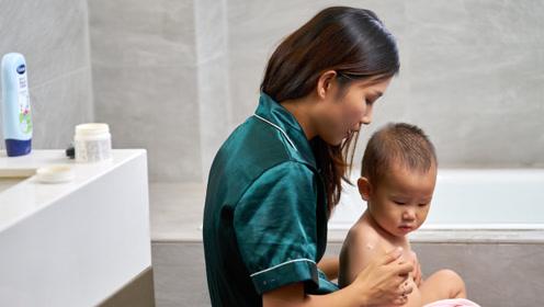 主持人变身育婴师 净水洗呵护宝宝敏感肌