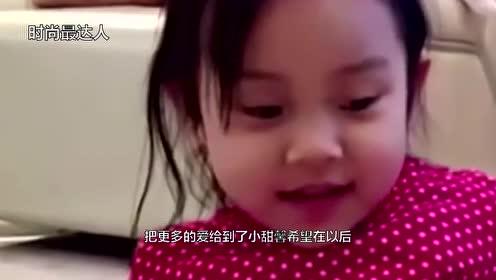 李小璐与李静现身街头疑录节目手拿包子一路啃不停