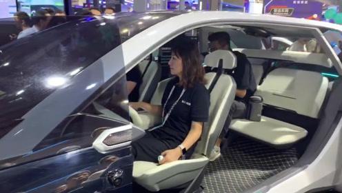 服务生是机器人,语音就能控制汽车?看看云栖大会有哪些黑科技