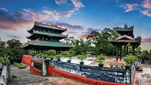 """中国唯一""""真迹"""",该楼建成440年硬抗地震,头顶悬石临危不惧"""