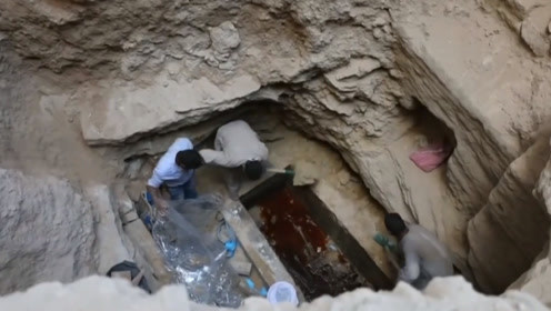 埃及出土2000年前古墓,棺内泡尸水鲜红一片,3万民众却要喝