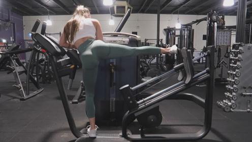 健身房里的塑形训练,健身女神示范塑形动作,坚持练就能收获身材
