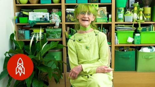 89岁老太太痴迷绿色30年,被人们称绿夫人,吃穿住行都是绿色