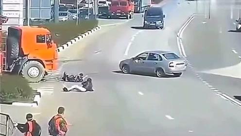 离奇的车祸现场,要不是监控拍下,大货车满身是嘴也说不清