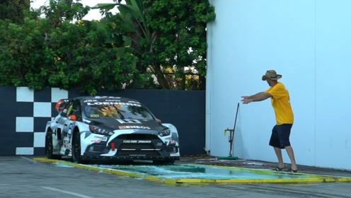 600匹赛车遇上肥皂水跑道,能顺利起步吗?结局让人意想不到