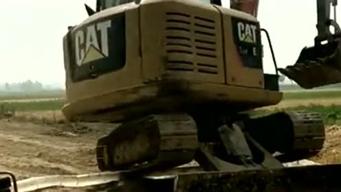 要求挖掘机不能压到水管,看到接下来的一顿操作,绝对是老司机