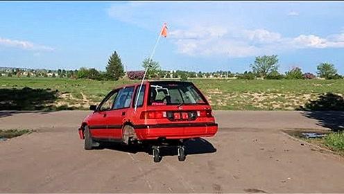 老外创新实验,把手推车轮胎装汽车上,上路后的表现厉害了!
