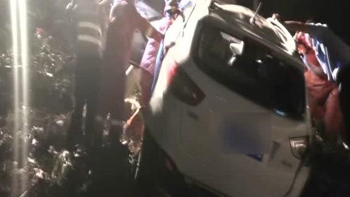 温州乐清深夜轿车失误掉落桥下 万幸河床无水人员无生命危险