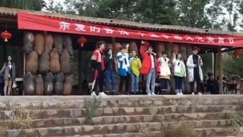 亲爱的客栈开业,刘涛林心如马天宇张翰站一排合唱《我爱你中国》