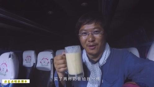 暖心巴铁司机师傅,见中国人孤独等车,主动请客喝东西