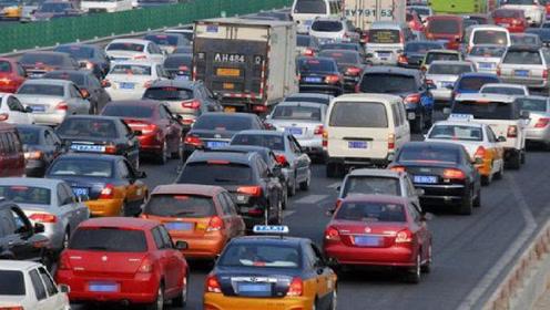 行驶长途高速时,不少人都只带水,看见聪明人带的,车主:迟了