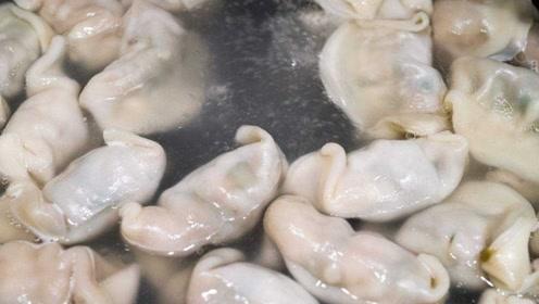 煮饺子怎么才能不破皮?加三次凉水是关键