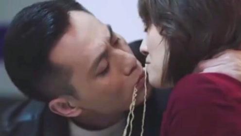 """马伊琍刘烨解锁""""面条吻"""",中年CP爱情故事套路多"""