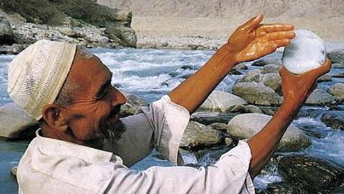 """藏着无数宝玉的河,被称为""""最值钱的河"""",许多游客在这发家致富"""