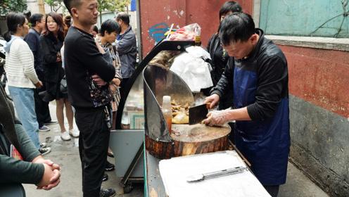 郑州最牛小区,火爆小吃居民疯排队!每人限量,小生意老板赚大钱