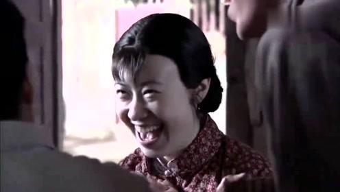 女子军魂:牛改花大婚,女兵为她化妆打扮,不料她却说像个妖精!