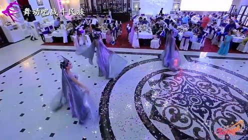 来自哈萨克斯坦的女演员表演,领舞姑娘长得真别致