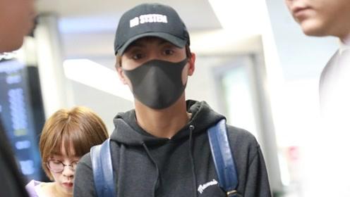 马天宇戴棒球帽低调出行 口罩遮面不掩清秀面容少年气十足