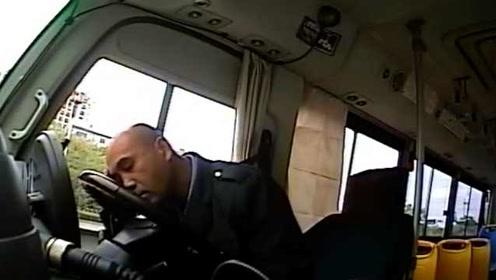 """""""都下去吧,我不走了""""!公交车长突然赶乘客下车,真相感人"""